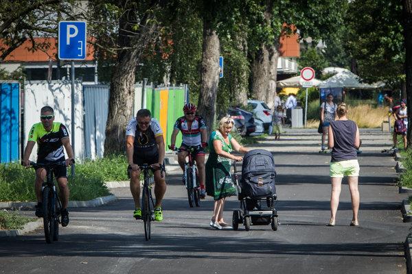 Cyklisti a chodci sa na nábreží od mosta Lafranconi po Most SNP budú musieť navzájom vyhýbať.