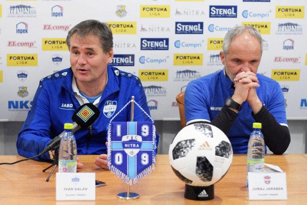 Pri pohľade na trénerov je zrejmé, ktoré mužstvo v sobotu vyhralo. Zľava Ivan Galád a Juraj Jarábek.