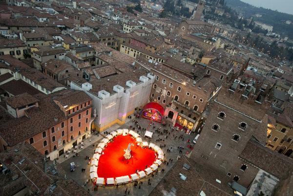 Mnoho zaľúbencov strávi sviatok sv. Valentína v talianskej Verone.