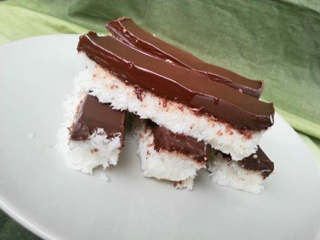 Jednoduché kokosové tyčinky s čokoládou