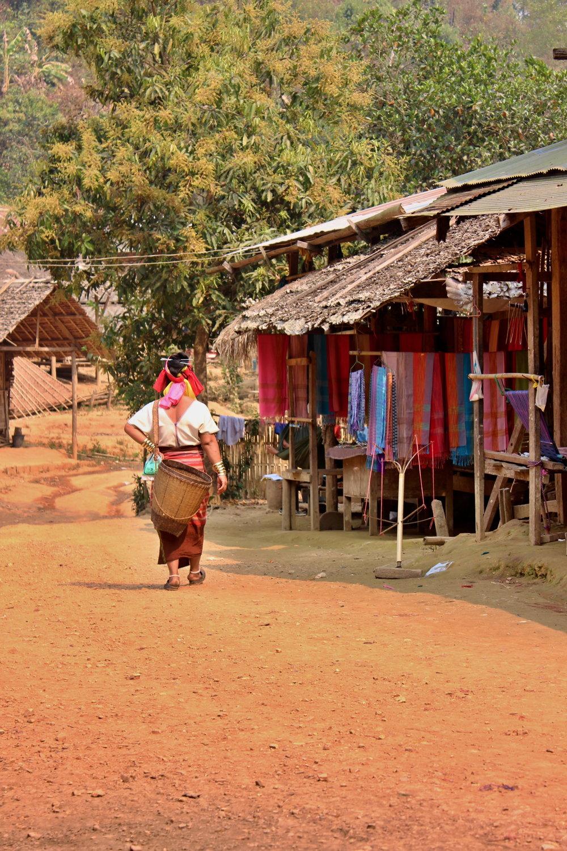 Ak majú ženy čas, tak chodia do lesa zbierať hríby a lesné plody, či pestujú zeleninu.