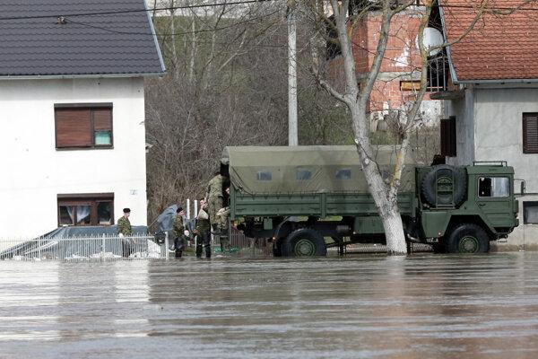 Vojaci pomáhajú pri záplavách v Chorvátsku.