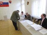 Volebné komisie majú pred samotnými voľbami zasadnutia.