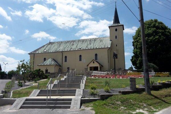 Obec Čereňany.