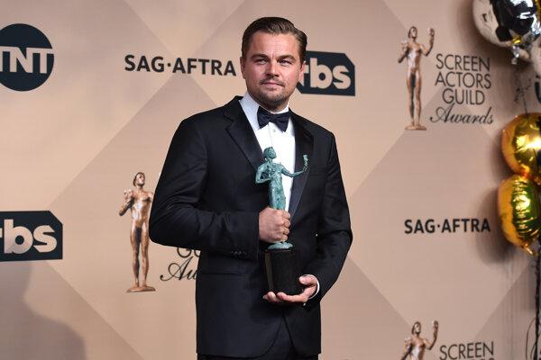 Cenu za najlepší mužský herecký výkon združenia Screen Actors Guild získal Leonardo DiCaprio.