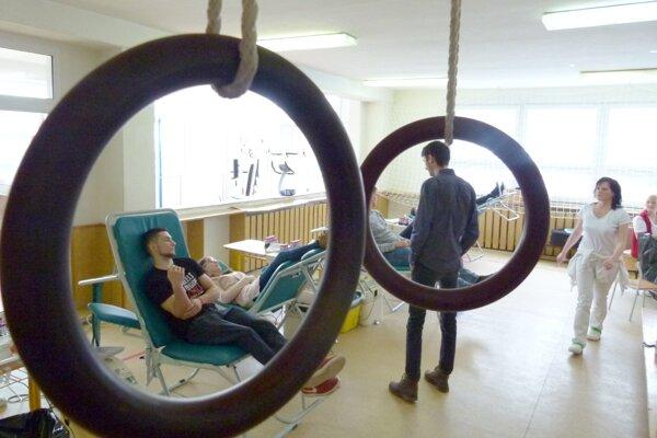 Telocvičňa Spojenej školy internátnej v Leviciach poslúžila ako miesto na darovanie krvi.