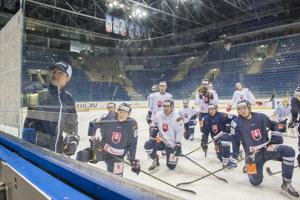 Na zraze bolo prítomných 22 hokejistov.