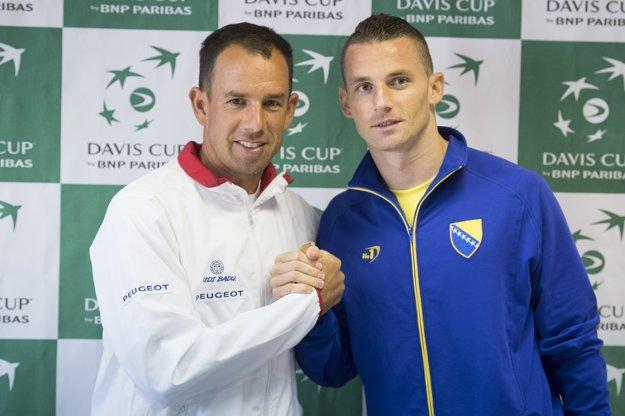 Dominik Hrbatý (vľavo) a Tomislav Brkič, kapitáni oboch tímov.