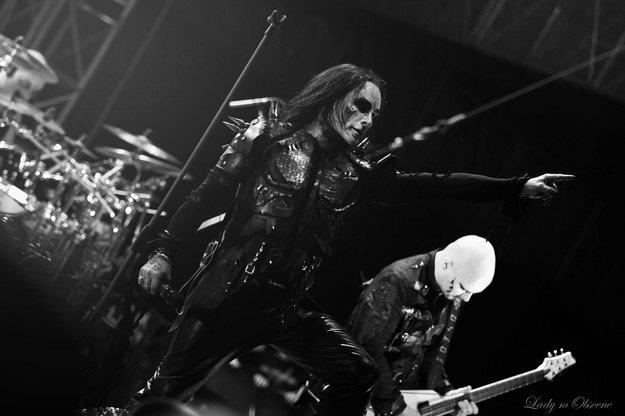 Headlineri Cradle of Filth počas koncertu