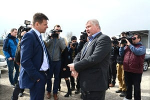 Ministri životného prostredia a dopravy Sólymos a Érsek.