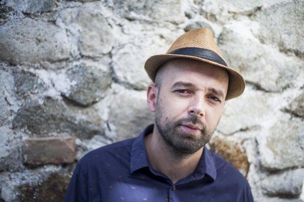 Spoluscnárista galavečera Slnko v sieti humorista Tomáš Hudák.