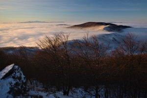 Celkový pohľad z vrcholu Šimonky na západ a severozápad.