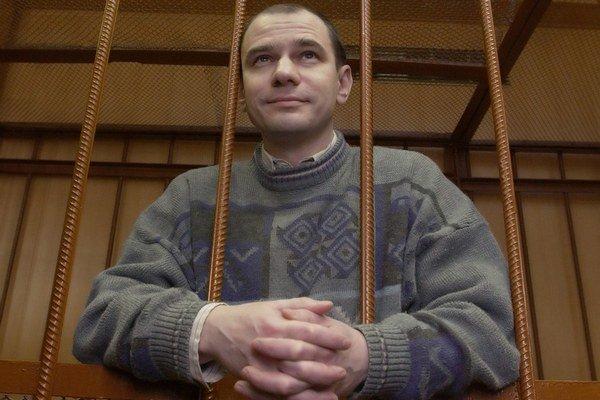 Igor Vjačeslavovič Suťagin (na snímke z roku 2004) pracoval v 90. rokoch v Inštitúte USA a Kanady v Moskve. V roku 1982 ukončil strednú školu v Obinsku so zlatou medailou. Vyštudoval fyziku. Ako veľmi nádejného mladého vedca ho s radosťou v roku 1989 prij
