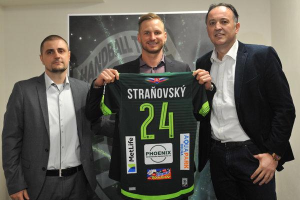 Martin Straňovský s manažérom Benickým a trénerom Golužom.