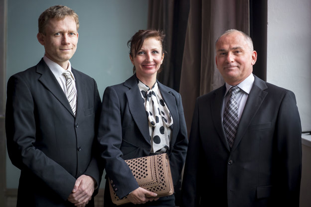 Zľava: Michal Hrabovec, Lucia Turiničová a Stanislav Čekovský zo spoločnosti Anasoft.