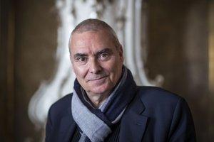 Dominique Perrault (1953)Architekt a urbanista, člen vedeckej rady Ateliéru pre Veľký Paríž. Je autorom projektov Francúzskej národnej knižnice v Paríži, cyklistického štadióna a olympijskej plavárne v Berlíne, univerzitného mestečka Ewha v Soule,