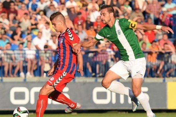 Takto spolu bojovali Jakub Kosorín (FK Senica) a kapitán MFK Skalica Pavol Majerník v 3. kole Fortuna ligy v uplynulej sezóne. Ľahko sa to môže v tomto roku zopakovať, no v oveľa dôležitejšom zápase.