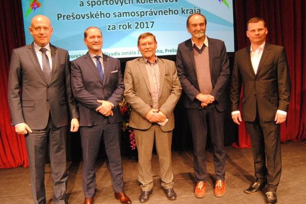 Ján Krišanda (druhý zľava) a Andrej Krišanda (tretí zľava).