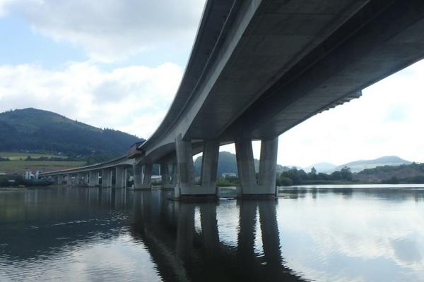 Estakáda na úseku Strážov Brodno.