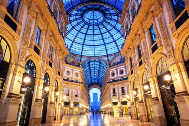 Obchodná pasáž v Miláne.