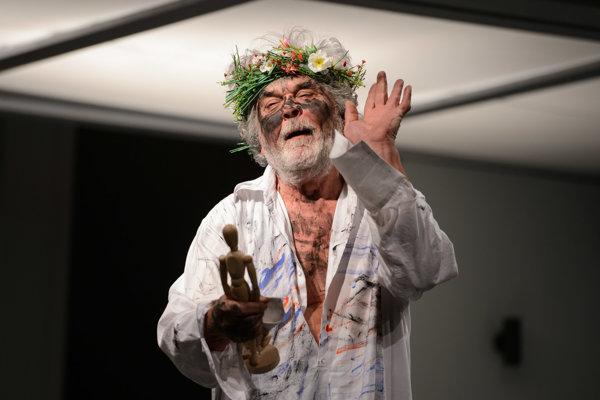 Ján Kožuch v titulnej postave kráľa Leara.