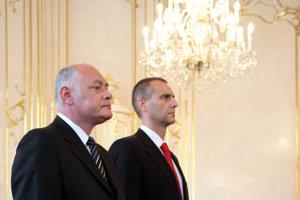3. jún 2008. Odstupujúci minister Ivan Valentovič a nový minister zdravotníctva Richard Raši počas svojho vymenovania  v Prezidentskom paláci.