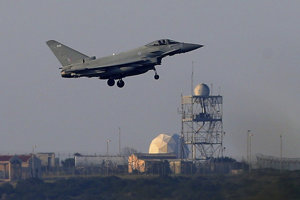 Britské stíhačky Typhoon zaútočili zo základne na Cypre.