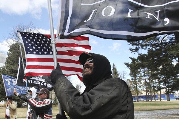 Stúpenci práv vlastníctva a používania strelných zbraní protestovali proti prísnejším zákonom.