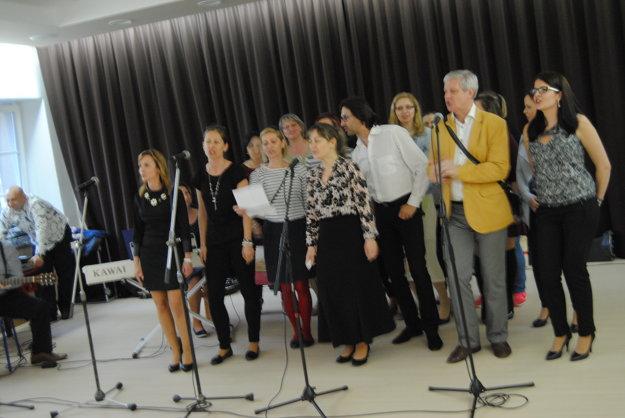 Niektoré odrastené Prešovčatá spievali oslávencovi.