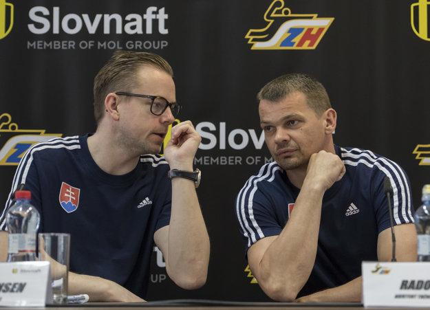 Dánsky tréner slovenskej reprezentácie v hádzanej mužov Heine Ernst Jensen a jeho nový asistent Radoslav Antl.