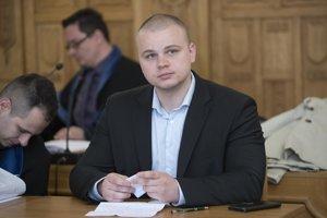 Poslanec Milan Mazurek na Špecializovanom trestnom súde.