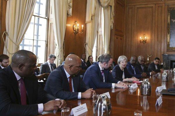 Britská premiérka Theresa Mayová počas stretnutia so zástupcami karibských krajín patriacich pod Veľkú Britániu.