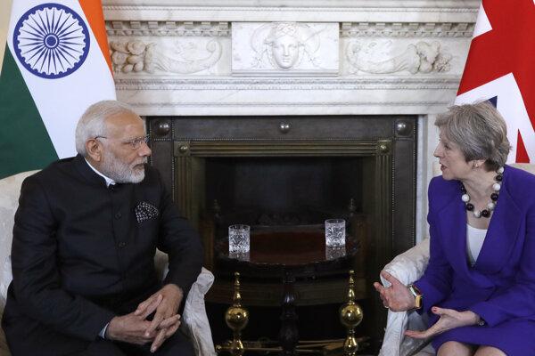 Britská premiérka Theresa Mayová a indický premiér Naréndra Módí počas stretnutia na Downing Street 10 v Londýne.