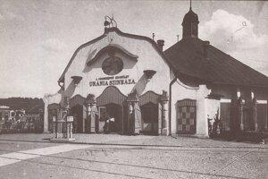 Kino Uránia postavené v roku 1909.