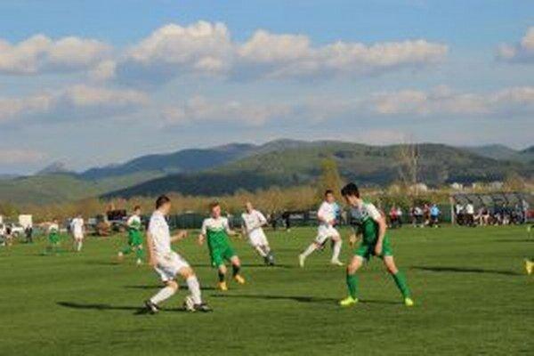 Borčice (v bielom) zdolali v derby Nemšovú.