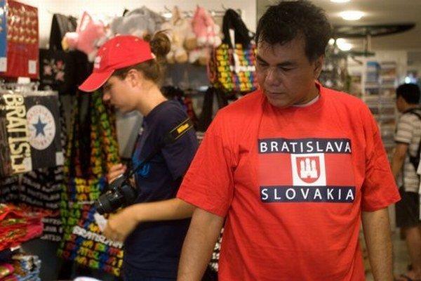 Ministerskí krasorečníci a frázisti pracujú na plné obrátky, a svet sa o Slovensku ako dovolenkovej destinácii temer nedozvedá.