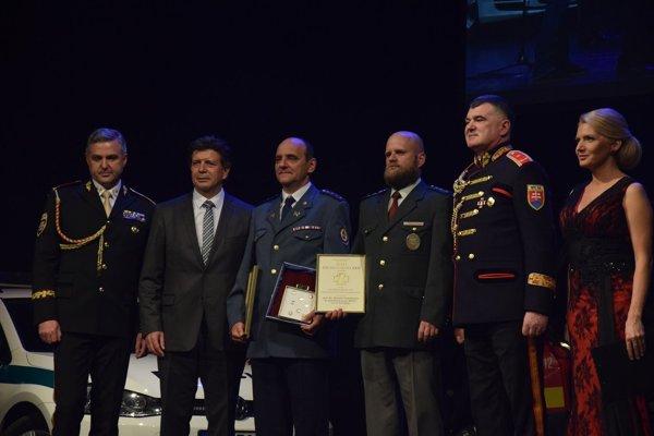 Ocenenia odovzdali prezident policajného zboru a hasičského a záchranného zboru.