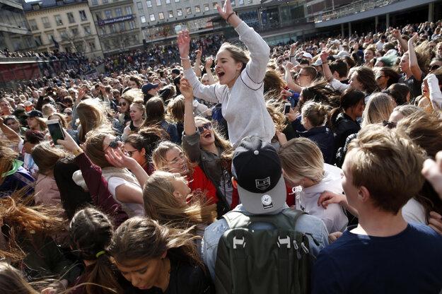 Fanúšikovia sa stretli na námestí Sergels Torg v Štockholme.