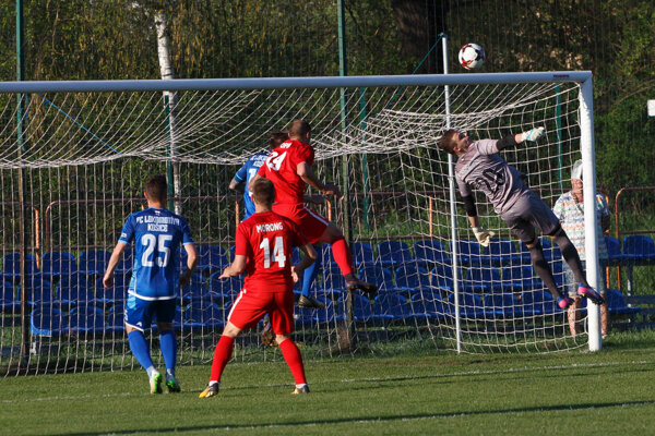 Šancu medzi troma žrďami Lokomotívy dostal Matej Fabini. Proti Seredi neinkasoval.