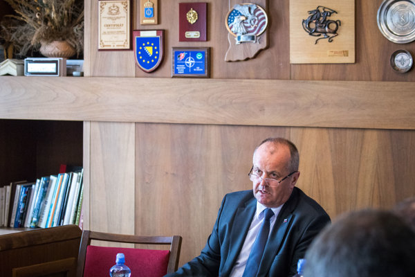 : Minister obrany SR Peter Gajdoš počas zasadnutia Výboru NR SR pre obranu a bezpečnosť.