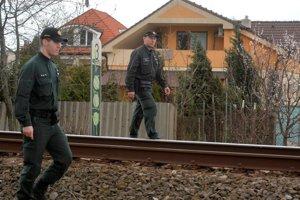 Policajti pri kontrole zadržali v jednom prípade vodičský preukaz za jazdu na červenú.