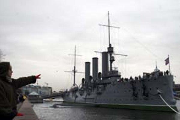 Krížnik Aurora, symbol boľševickej revolúcie.