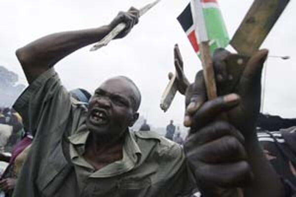 Roberto Schmidt získal za fotografiu z Kene druhú cenu v kategórii Spot News Stories v súťaži World Press Photo 2008.