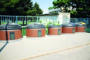 V Šali by malo byť celkom 81 stojísk. Záber je z Nitry, kde takýto systém odpadového hospodárstva už funguje.