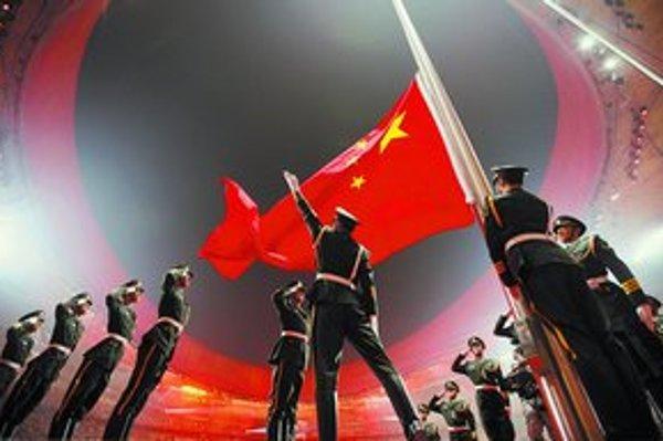 Štrnásťtisíc tanečníkov, 34tisíc odpálených rakiet ohňostroja a 91tisíc aplaudujúcich divákov. Otvárací ceremoniál hier v Pekingu očaril svet. Číne sa začiatok najdrahšej olympiády v histórii vydaril.