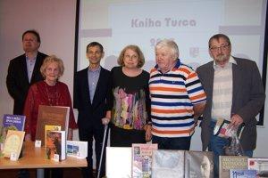 Autori víťazných kníh.