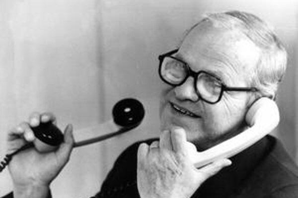 Milan Šimečka (6. 3. 1930 - 24. 9. 1990) bol filozof a spisovateľ. Medzi jeho najdôležitejšie knihy patria Obnovenie poriadku a Kruhová obrana.