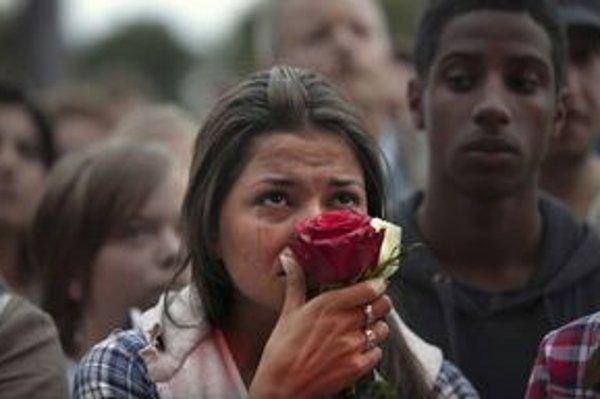 Ruže proti násiliu.