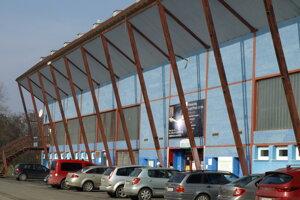 Do mestského zimného štadióna investovali hokejisti milión z vlastného vrecka.