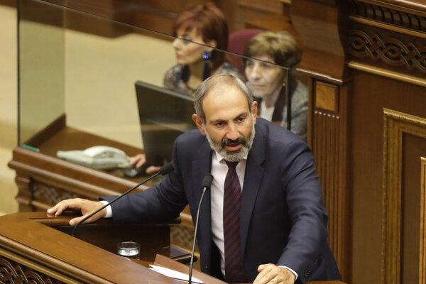 Opozičný líder Nikol Pašinjan.